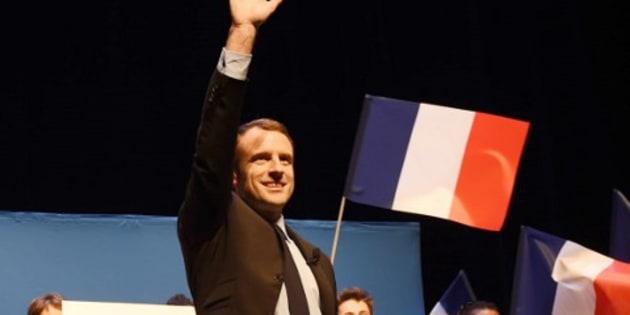 Emmanuel Macron fait l'éloge d'Alain Juppé en meeting
