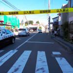 警官を刺殺した疑いの容疑者、刃物とサブマシンガン所持?別の警官に3発撃たれて死亡。