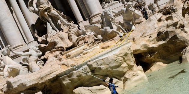 Fontana di Trevi, da aprile monetine al Comune invece che alla Caritas