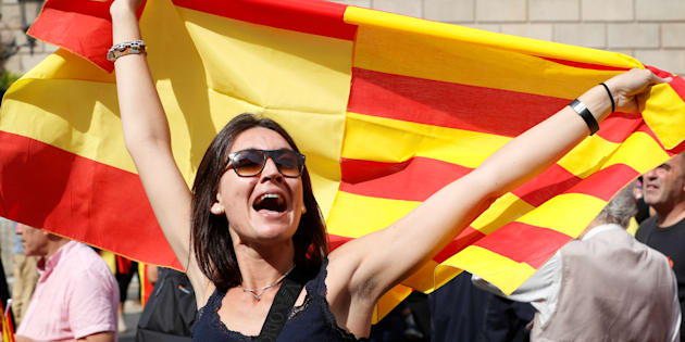 La police nationale saisit des urnes dans plusieurs bureaux de vote — Catalogne