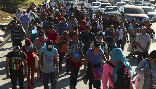 Caravana migrante se enfila a la capital de