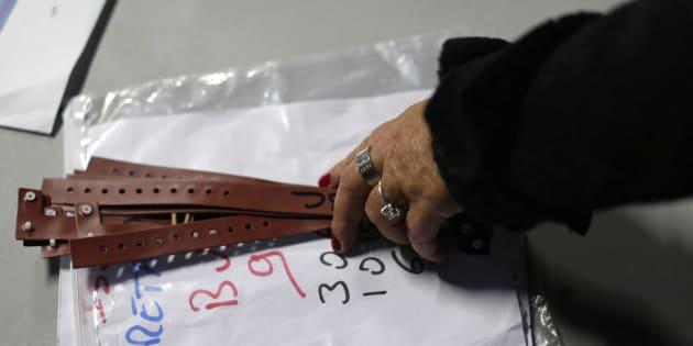 Ces bracelets de couleur seront distribués lundi 24 octobre aux migrants souhaitant se rendre en Bretagne.