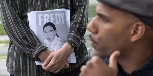 Le militant Will Prosper à proximité du parc où Fredy Villanueva a été atteint par les balles d'un policier en août 2008.
