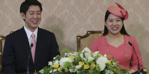 記者会見する高円宮家の三女絢子さまと守谷慧さん=2018年7月2日午後3時7分