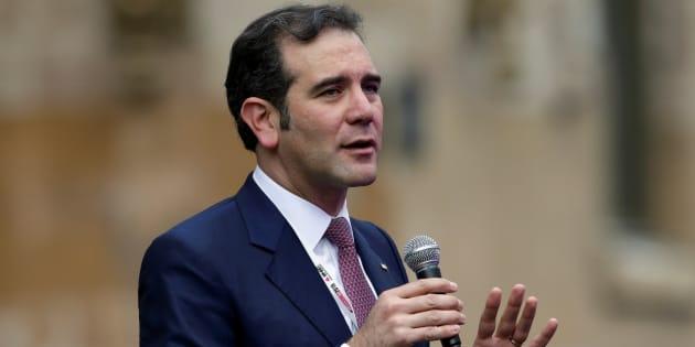 El presidente del Instituto Nacional Electoral (INE) Lorenzo Córdova entrega un mensaje a medios en el Palacio de Minería.