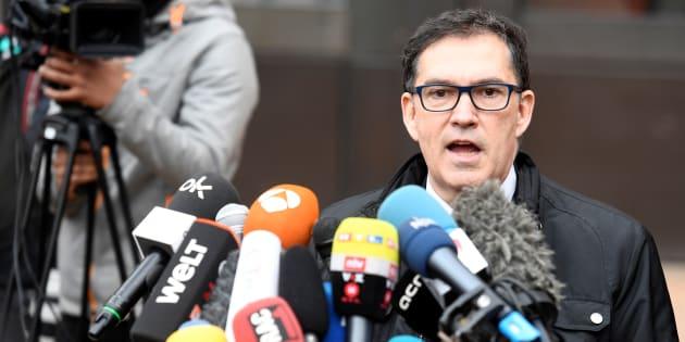 Jaume Alonso-Cuevillas, el abogado del expresident Carles Puigdemont, comparece ante la prisión de Neumuenster, Alemania, el pasado martes.
