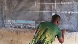 Ce professeur d'informatique ghanéen enseigne Microsoft Word à ses élèves... sur un tableau