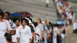Des milliers de Cubains rendent hommage à Fidel Castro à La