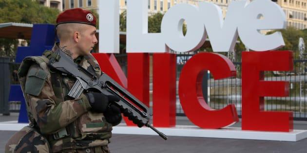 Pourquoi le terrorisme, devenu la préoccupation principale des Français, prend une nouvelle place dans la campagne.  REUTERS/Eric Gaillard