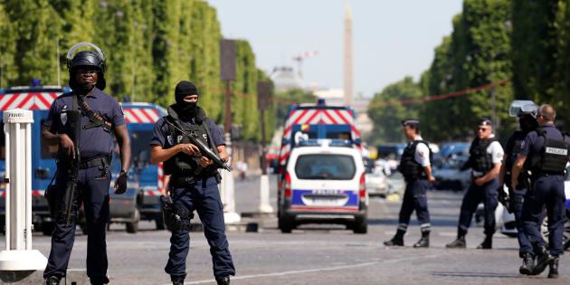 Antiterrorisme: Gérard Collomb dévoile le projet de loi