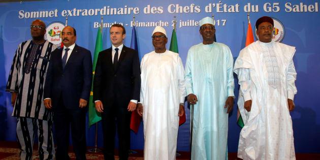 """Emmanuel Macron aux côtés de ses homologues africains du Sahel lors du sommet du """"G5 Sahel""""."""