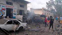 Une prise d'otages et deux explosions font au moins 27 morts à Mogadiscio en