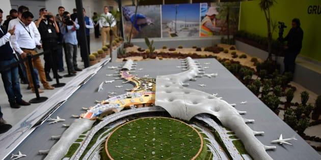 25 de octubre de 2016. Vista de la maqueta del nuevo aeropuerto que se construye en el lago de Texcoco.