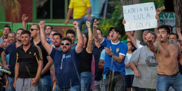 A caravana do ex-presidente Lula pelo Sul do País foi recebida com manifestações contrárias desde o seu 1º dia.