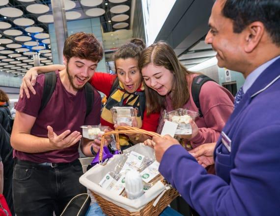 U.S. travelers get Thanksgiving treat at Heathrow