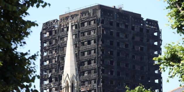 """Cinq tours à Londres """"évacuées immédiatement"""" pour risques d'incendie"""