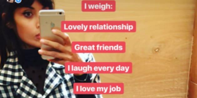 """Jameela Jamil, l'actrice de de """"The Good Place"""" lance un mouvement body-positif à partir d'une simple photo Instagram."""