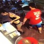 Il cliente la palpeggia, la cameriera lo scaglia a terra.