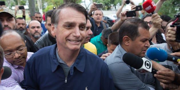 Jair Bolsonaro nega Constituinte de notáveis e possibilidade de autogolpe, como havia dito seu vice, general Mourão.