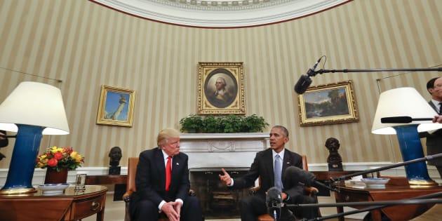 Le Président Barack Obama rencontre le Président nouvellement élu Donald Trump dans le Bureau ovale de la Maison Blanche à Washington, jeudi 10 novembre 2016.