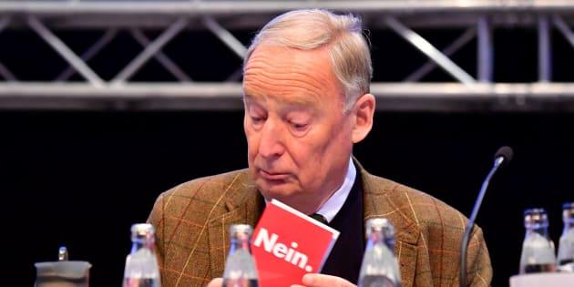 Adf minimizza l'orrore nazista: una cacca d'uccello nella storia della Germania
