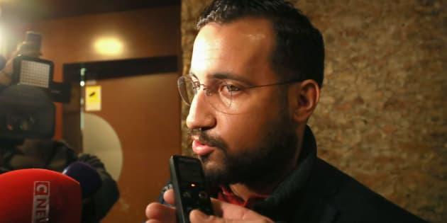 Alexandre Benalla interrogé par les journalistes à sa sortie de détention