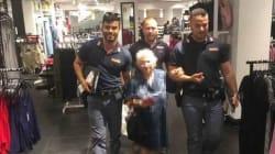 Povera 91enne ruba un profumo: la polizia salda il debito e la porta a