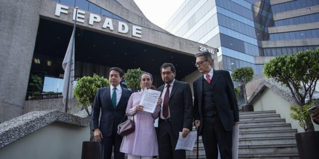 César Craviotto, Alfonso Suárez del Real, Almudena Ocejo y Mario Delgado presentaron ante la Fiscalía Especializada para la Atención de Delitos Electorales (Fepade) una denuncia por utilización de más de mil millones de recursos públicos por parte de la Secretaria de Desarrollo Social de la Ciudad para coaccionar el voto a favor del PRD, el 17 de abril de 2018.
