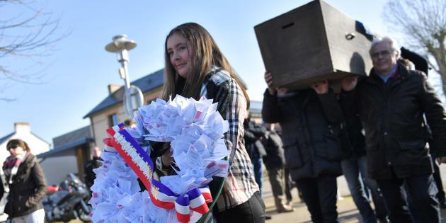 À Saint-Aignan-Grandlieu, non loin de l'aéroport de Nantes-Atlantique, les défenseurs de Notre-Dame-des-Landes ont déjà symboliquement enterré la démocratie.