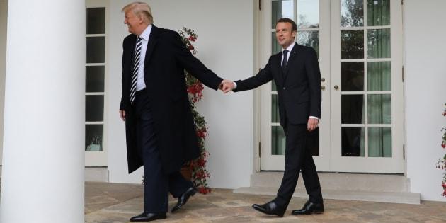 """Avec cette photo de Trump et Macron, l'opposition a trouvé l'occasion idéale pour dénoncer """"l'alignement"""" de la France"""