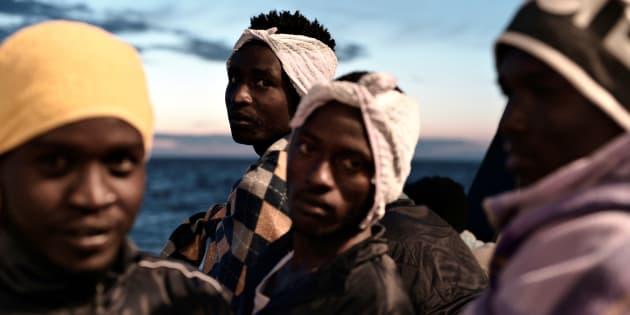 Des migrants sur l'Aquarius, bateau de sauvetage en mer Méditerranée éventuellement accueilli par l'Espagne.