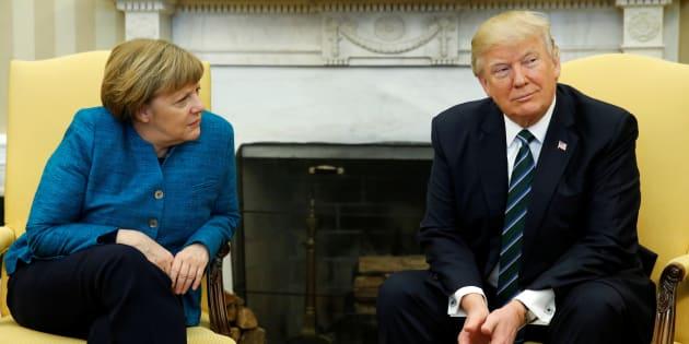 Donald Trump a-t-il ignoré l'offre de poignée de main de Angela Merkel?