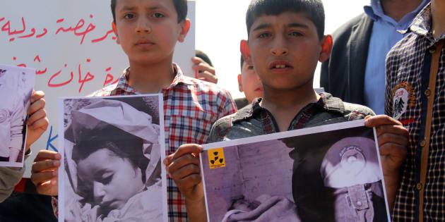 Niños sirios de Khan Sheikhun en una protesta por los ataques con armas químicas por parte del régimen del presidente Bashar Assad.