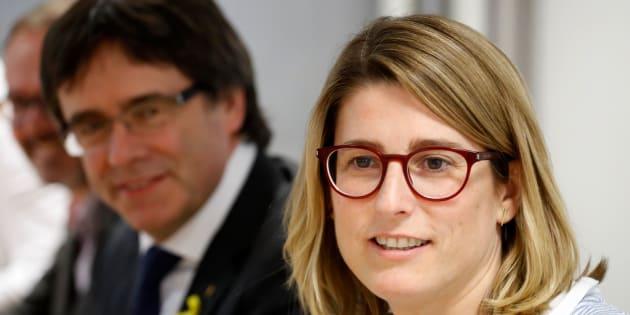 La actual portavoz y 'consellera' de Presidència, Elsa Artadi, junto al 'expresident' de la Generalitat, Carles Puigdemont, el pasado mayo en Berlín.