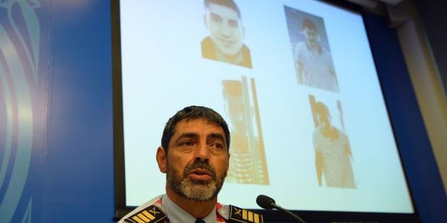 La police espagnole avait diffusé plus tôt ce même lundi dans toute l'Europe le signalement de Younès Abouyaaqoub, auteur de l'attentat de Barcelone, annonçant qu'il avait fait une victime de plus dans sa fuite jeudi et pourrait être armé.