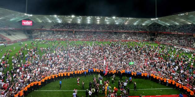 Les supporters de Reims fêtant la remontée du club en Ligue 1 le 20 avril 2018.