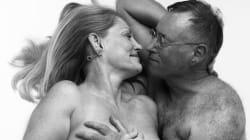Les clichés dénudés de ce couple de seniors prouvent que la sensualité n'a pas