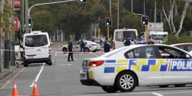 L'attaque de deux mosquées en Nouvelle-Zélande fait plusieurs morts, quatre personnes interpellées .