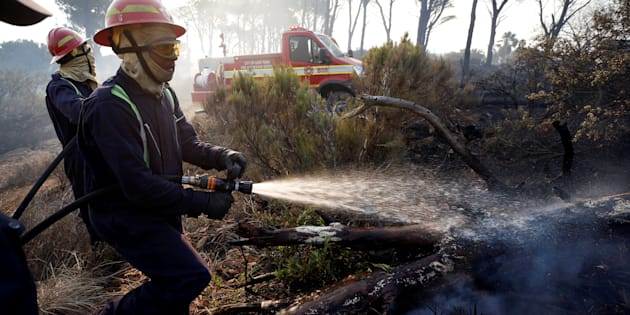 Apostles Hotels evacuated, as vegetation fire continues