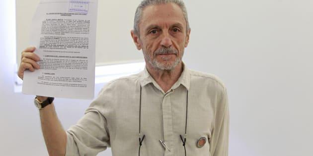 Luis Suárez-Carreño, vÍctima de la represiónn franquista, tras la rueda de prensa en la que ha explicado su caso.