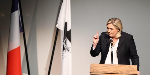 Marine Le Pen en meeting en Corse lors des élections territoriales.