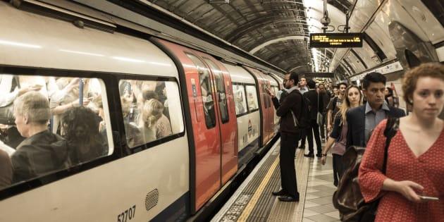 L'incroyable histoire d'une famille qui a survécu après être tombée sur les rails du métro de Londres (photo d'illustration).