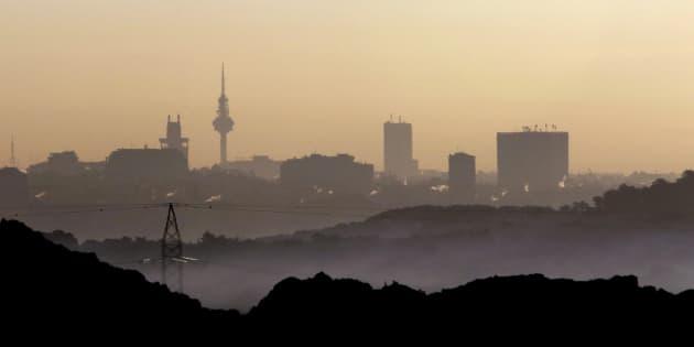Vista de la contaminación de Madrid a primeras horas de la mañana desde el municipio vecino de Pozuelo, en una imagen de archivo.