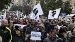 Entre 6000 et 25.000 Corses ont manifesté dans le calme pour la