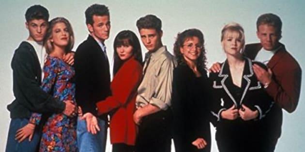 """Une photo du casting de la saison 3 de """"Beverly Hills""""."""