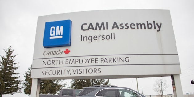 A worker driving a GMC Terrain leaves the General Motors CAMI car assembly plant where the GMC Terrain and Chevrolet Equinox are built, in Ingersoll, Ontario, Canada,  January 27, 2017.  REUTERS/Geoff Robins