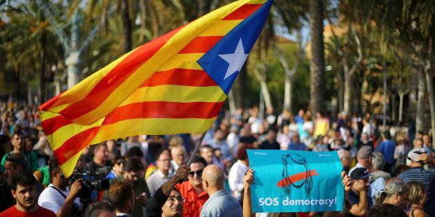 Le statut librement décidé par le peuple catalan était le nouveau statut d'autonomie voté en référendum en 2006.