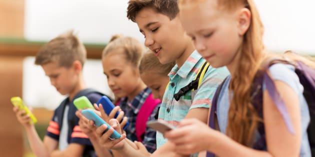 La France interdit les téléphones portables dans les écoles et collèges
