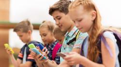 Votée à l'Assemblée, la loi qui interdit le portable à l'école est-elle