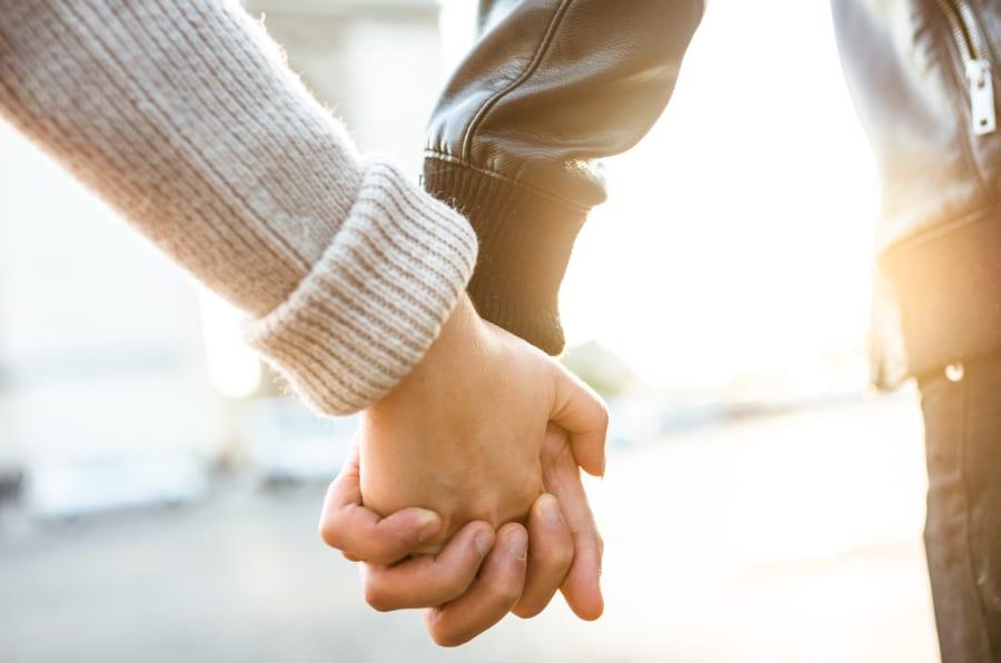 Los expertos en relaciones comparten estos consejos cuando buscas pareja.
